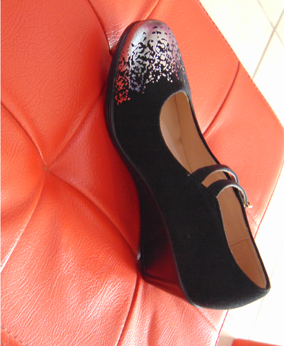 Black formal / occasional Apple Style wedges with silver front edge lining size 37
